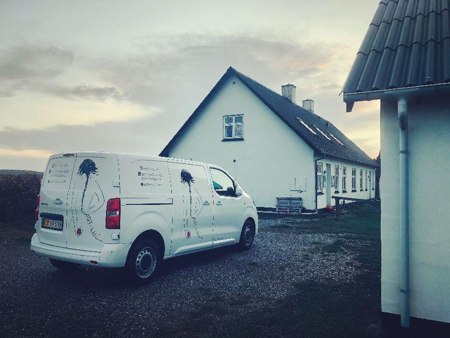 Intens Min Van og jeg er godt og grundigt strandet heroppe i Nordjylland reklamerer jeg lidt ekstra for min webshop i den kommende tid🌐